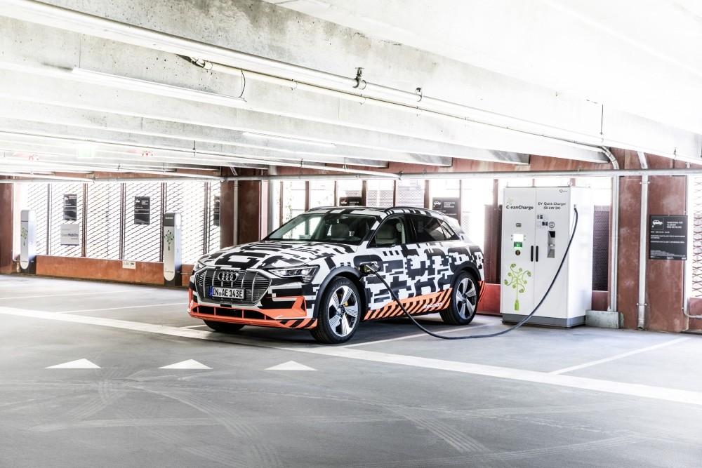Ładowanie prototypu Audi E-Tron w Kopenhadze