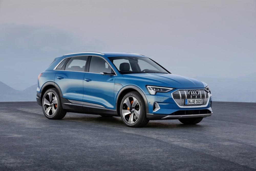 Samochód elektryczny Audi e-tron - przód
