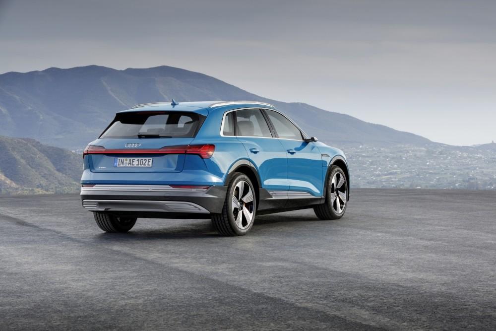 Samochód elektryczny Audi e-tron - tył