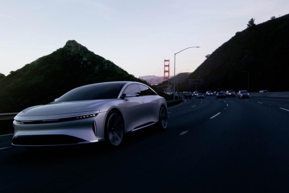 Samochód elektryczny Lucid Air - przód 3
